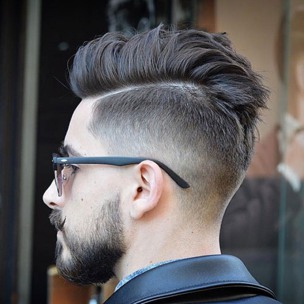 تسريحة شعر Taper Fade with Hard Part Comb Over